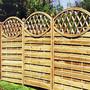 Забор деревянный с овалом